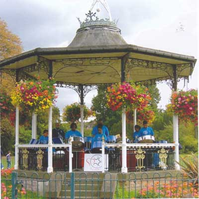 Bandstand in Beckenham Recreation Ground (© Paul Rabbitts)