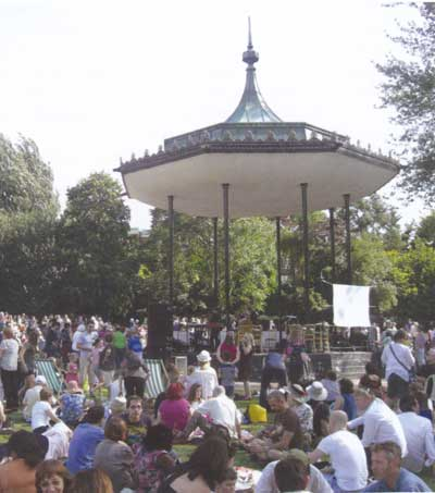 Bandstand in Regents Park (© Paul Rabbitts)