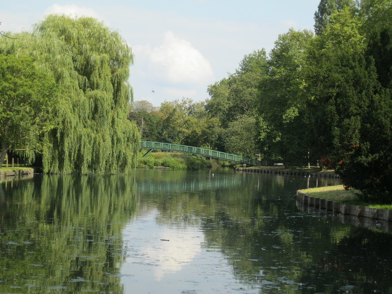Beddington Park - lake and footbridge