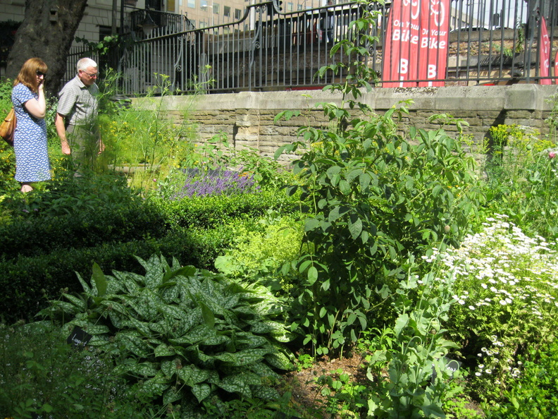 Southwark Cathedral Churchyard and Herb Garden