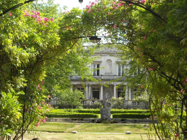 Roehampton University (Grove House Estate) *