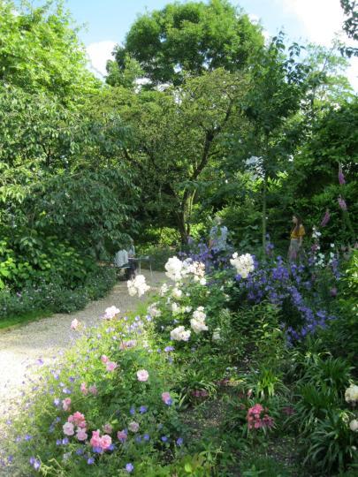 Lansdowne Crescent Garden (Ladbroke Estate) *